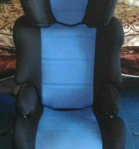 Автомобильное кресло-бустер