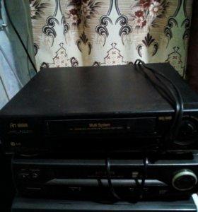 Три видеоплеера с касетами