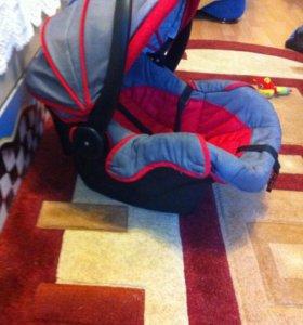 Автолюлька ( авто кресло)для младенца с рождения