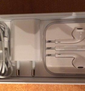 Продам зарядник и наушники от айфона, оригинал
