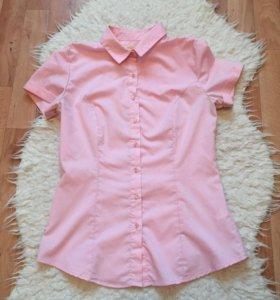 Розовая рубашка.