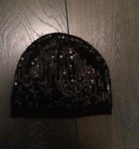 Чёрная шапка с пайетками