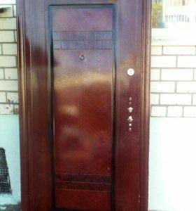 Входная металлическая дверь б/у