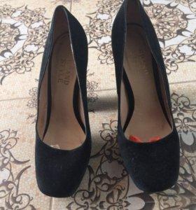 Продаются туфли из натуральной замши новые