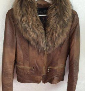 Кожаная женская куртка косуха с мехом