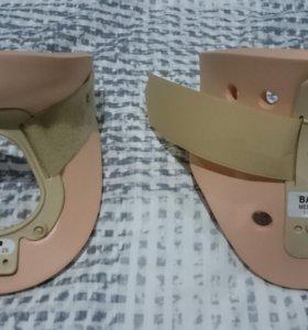 Ортопедический шейный фиксатор