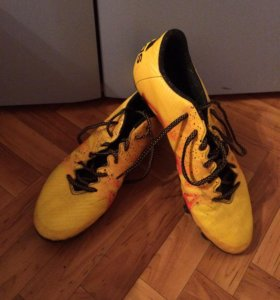 Футбольная обувь ,бутсы