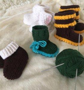 Пинетки и носочки, шапки и шарфы, одежда для деток