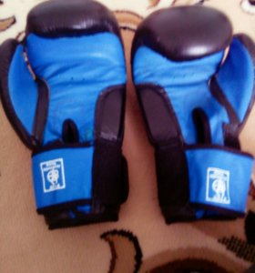 Перчатки боксерские новые купил за 3990