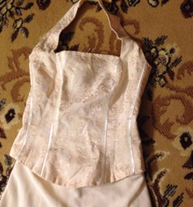 Платье состоит из корсета и юбки