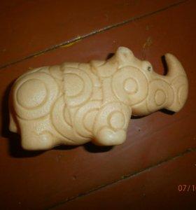 Игрушка носорог