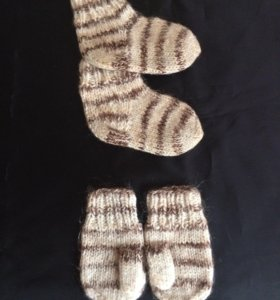 Вязаные носочки и варежки