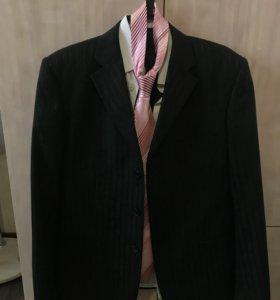 Костюм тройка,рубашка,галстук