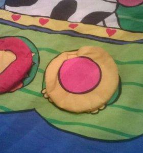 Игровой коврик с тремя игрушками