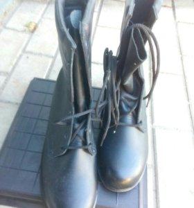 Берцы, туфли военнослужащих.