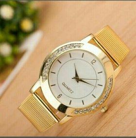 Часы наручные золотые женские