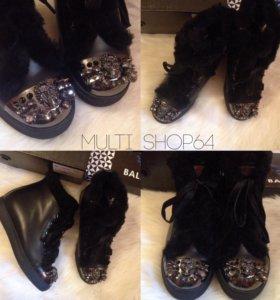 Новые утеплённые ботинки