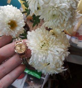 Часы золотые (женские).