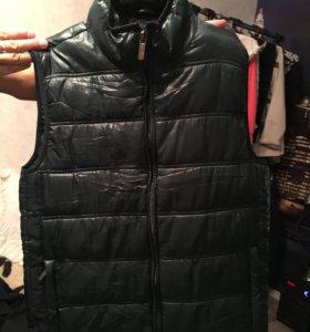 Куртки,жилетка
