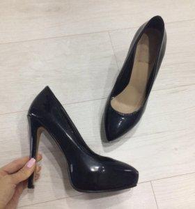 Туфли новые, лаковые