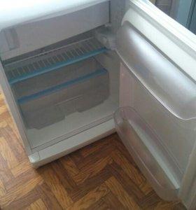 Обнокамерный холодильник Indesit.