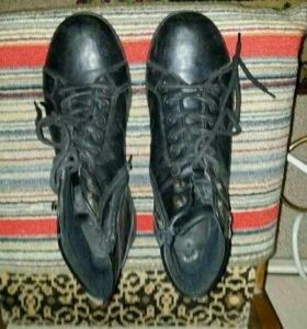 Фирменные мужские кожанные ботинки.