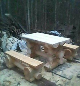 Стол и 2 скамейки.
