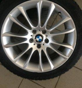 Комплект оригинальных разношироких колёс на BMW