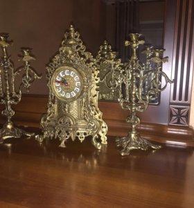 Продаю бронзовые часы и подсвечники