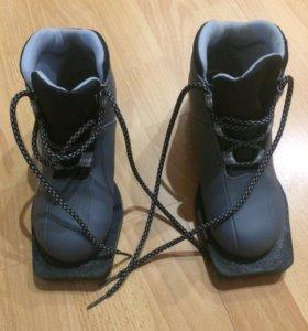Лыжные ботинки (32-й размер)