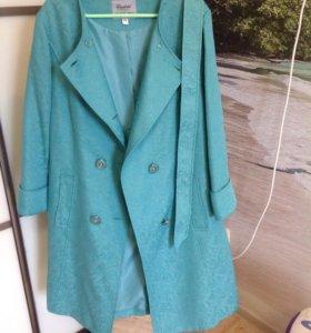 Пальто легкое 54 размер новое
