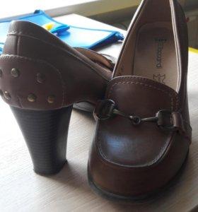 брюки для беременных и туфли