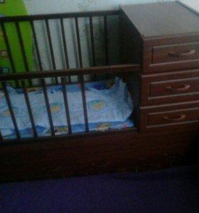 Кровать детская и санки на колесиках.