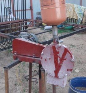 Продам зернодробилку