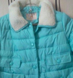 Курточка мятного цвета.