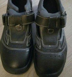 Рабочие ботинки с железным носом