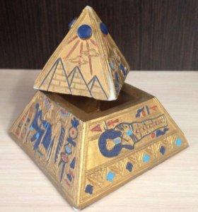 Египет - фигурка пирамиды