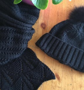 Комплект (шапка и шарф) из шерсти