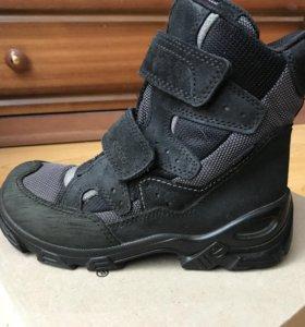 Детские ботинки фирмы Ecco