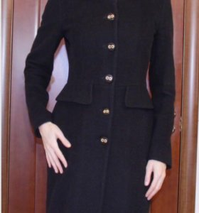 Черное пальто шерстяное фирменное love moschino