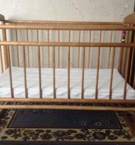 Кровать качалка детская с матрасом.
