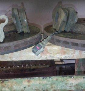 Тормозные диски и колодки передние пассат б6