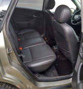 Продам машину Форд фокус 2003 года.