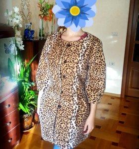 Красивое женское леопардовое пальто