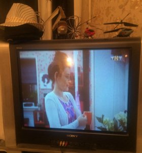 Телевизор Sony 72,100 герц, с тумбой