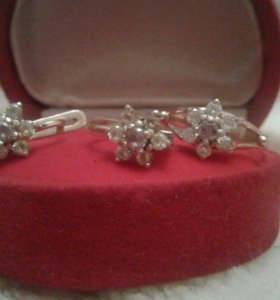 Комплект золотые сережки и кольцо