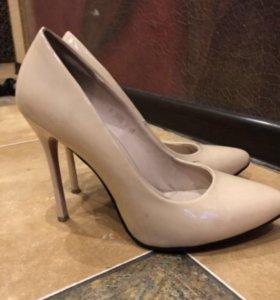 Туфли лакированные беж