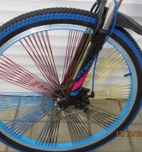 Велосипед с цветными спицами