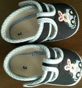 Пинетки, сандалии на малыша р.18