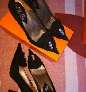 новые туфли черные под замшу с 35-38р.